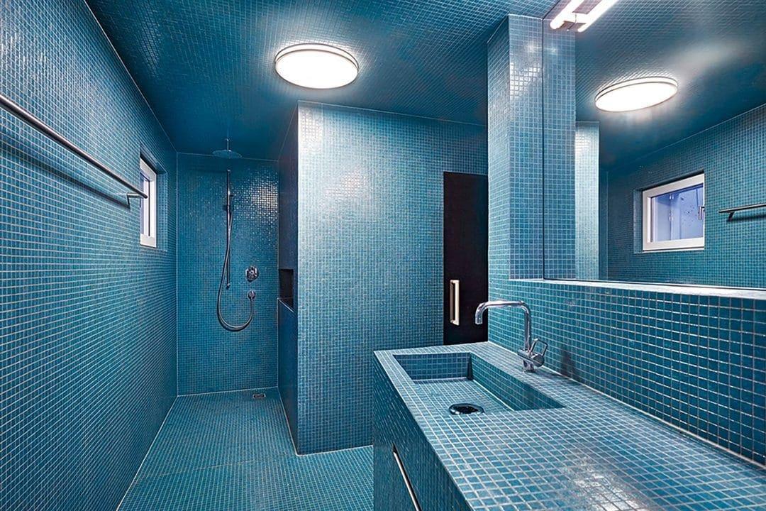 Odermatt Ideenschreinerei Bad Fliesen blau