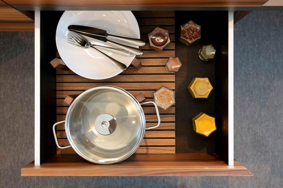 Odermatt Ideenschreinerei Küche Schublade Geschirr Gewürze