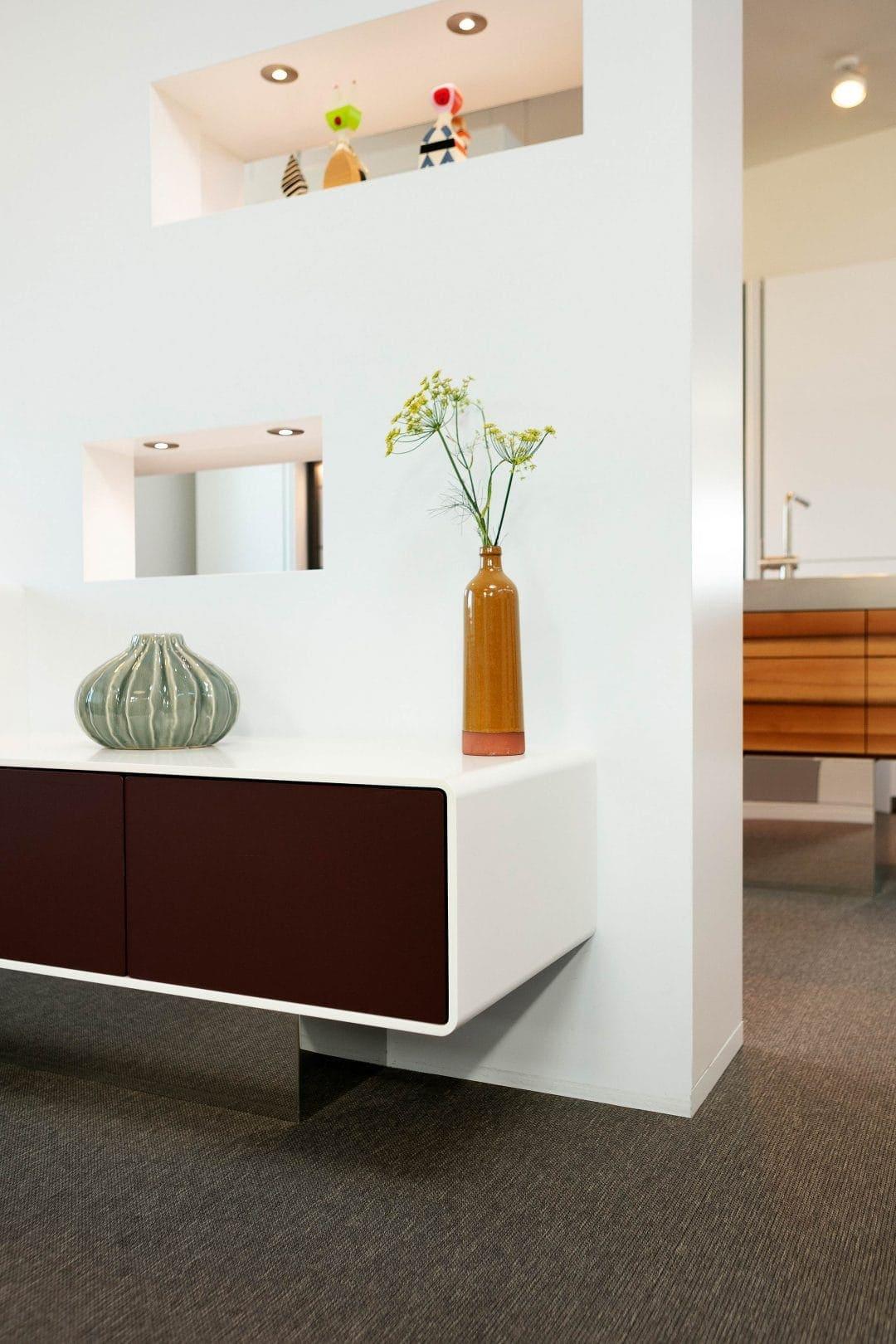 Odermatt Ideenschreinerei Möbel Wohnwand Trennwand beleuchtete Nische