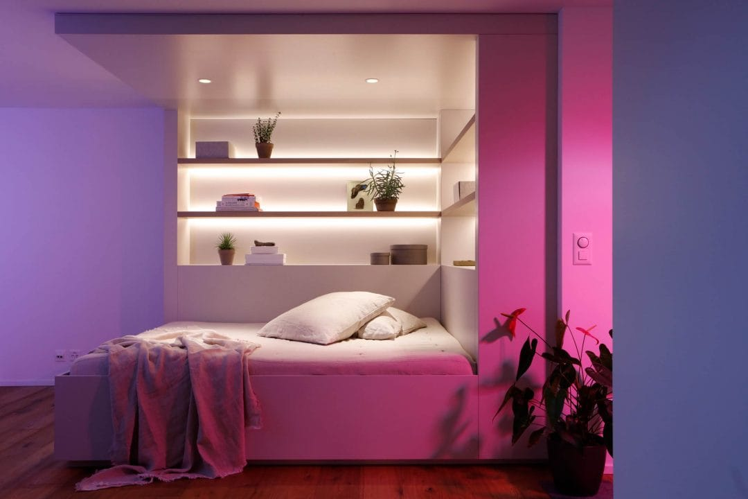Odermatt Ideenschreinerei Möbel Bett mit Regal