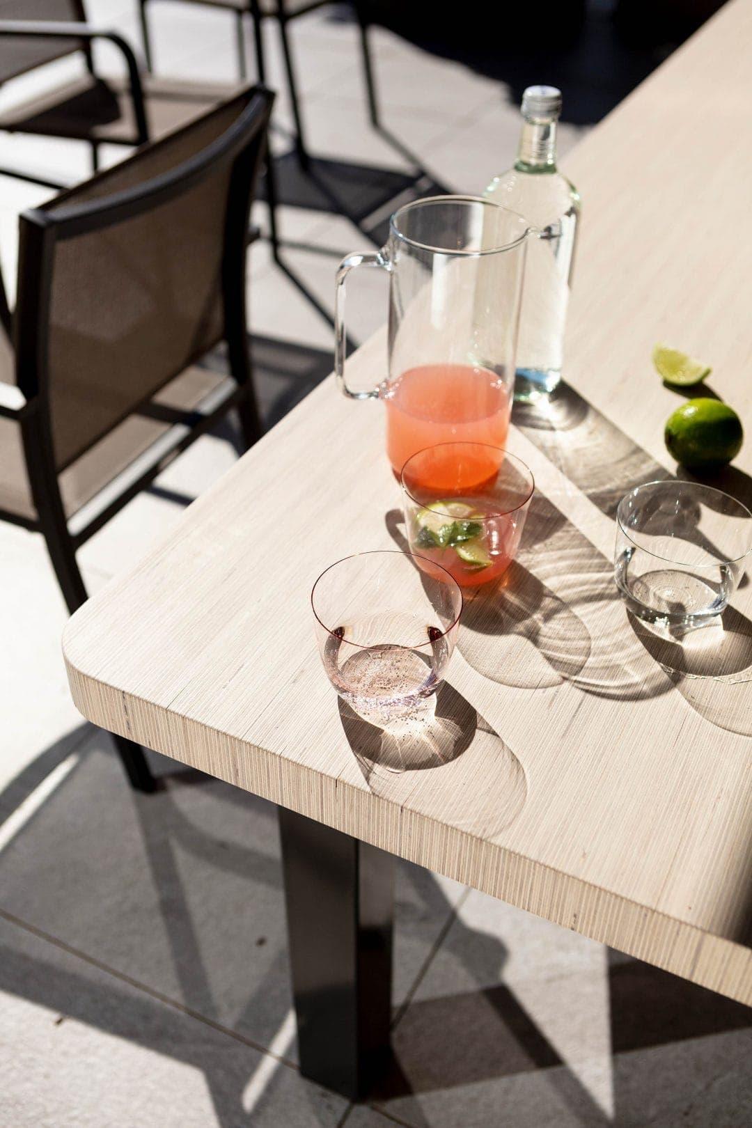 Odermatt Ideenschreinerei Möbel Tisch aussen