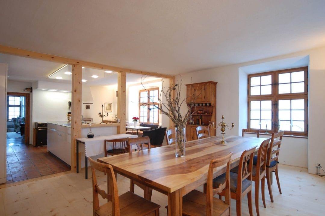 Odermatt Ideenschreinerei Wohnraum Küche Tisch Stühle
